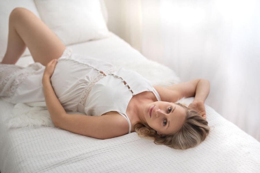 Read more about the article Sesja ciążowa w bieli